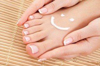 Сухость кожи рук и ног: причины и лечение