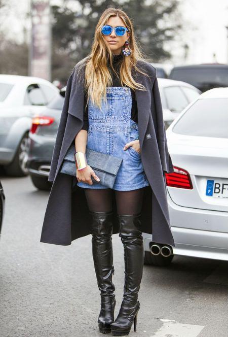 Как и с чем носить женский джинсовый комбинезон