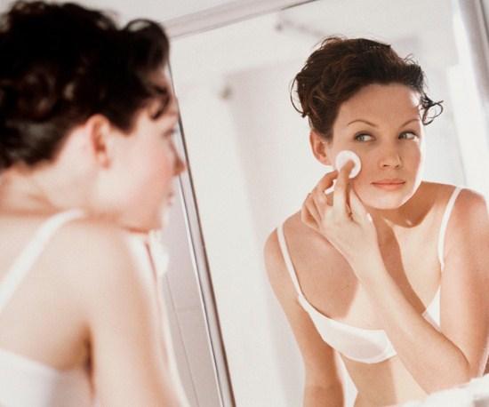 Как правильно снимать макияж перед сном