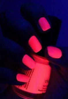 neonovyiy-manikyur-manikyur-neonovyim-gel-lakom-foto-10