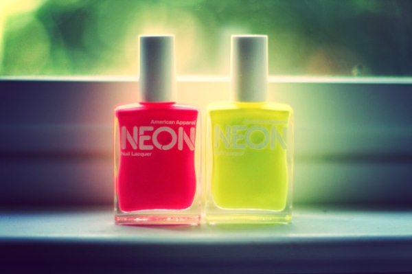 neonovyiy-manikyur-manikyur-neonovyim-gel-lakom-foto-7