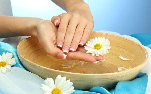 Если сухая кожа рук, трещины на пальцах