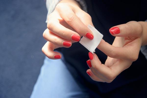 Как легко снять лак с ногтей