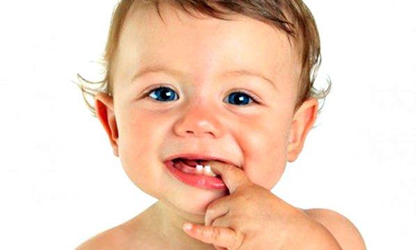 Как помочь ребенку при прорезывании зубов. Комаровский