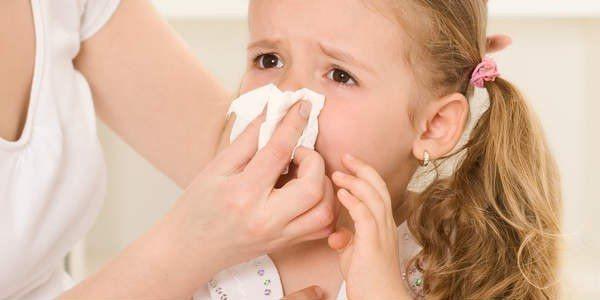 Какие капли помогают избавить трехлетнего ребенка от насморка