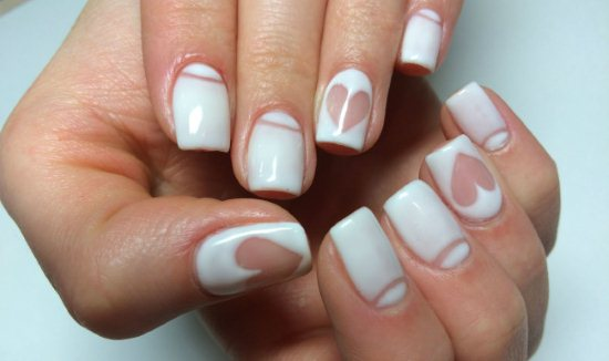 Маникюр с белым лаком на коротких ногтях