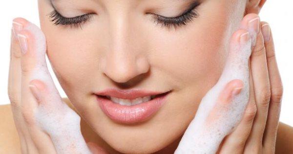 Почему сохнет кожа на лице и шелушится