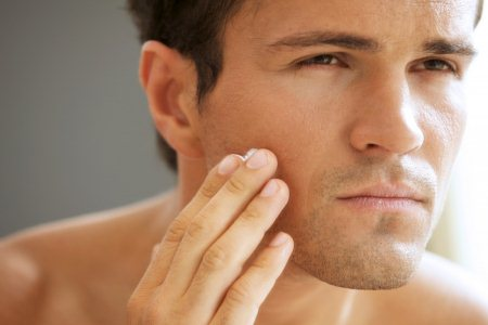 Если шелушится кожа на лице у мужчин. Причины и лечение