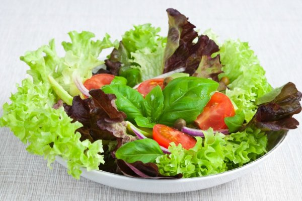 Какие витамины содержатся в салате листовом