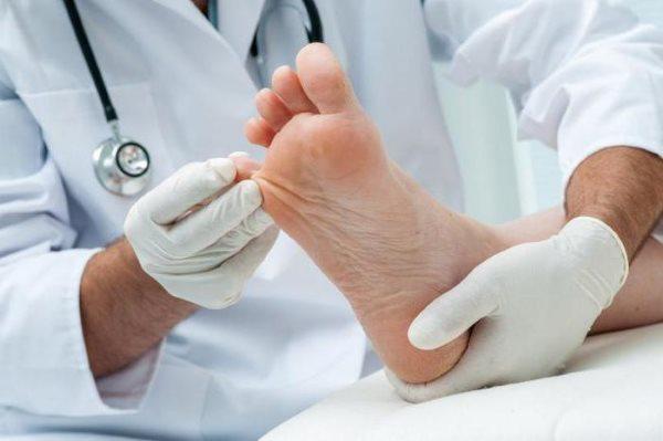 Лак против грибка ногтей на ногах Офломил