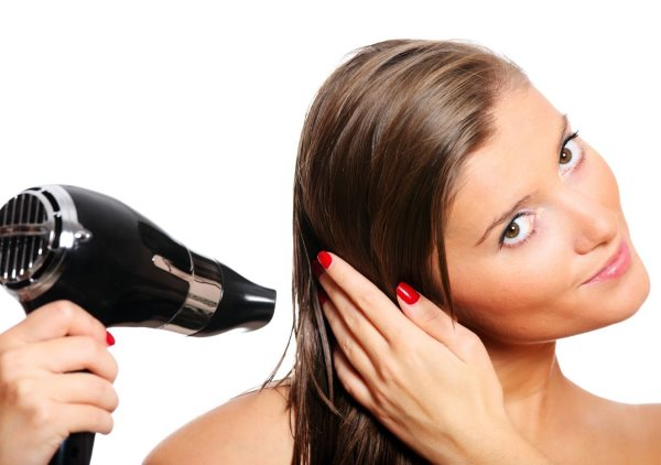 Чем подсушить очень жирные волосы