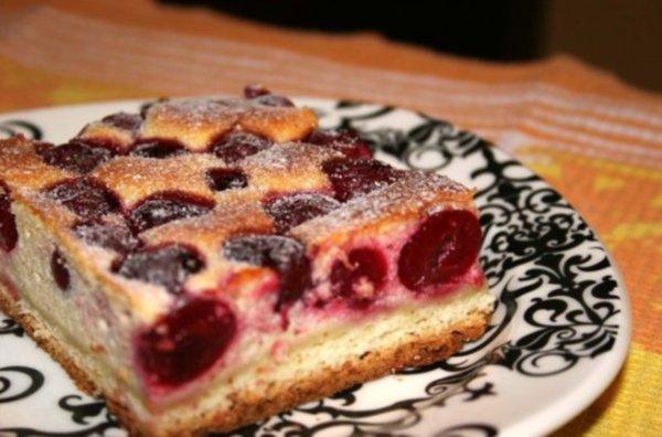 Пирог с вишнями: рецепт на быструю руку