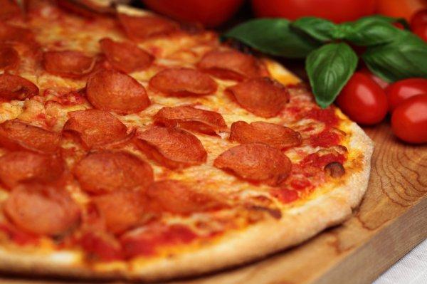 Пицца: приготовить дома быстро. Рецепт в духовке