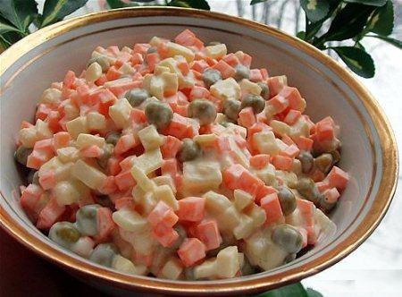 Салат с горошком консервированной. Простые рецепты