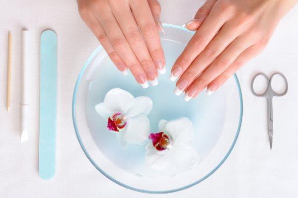 Чем лечить ногти после наращивания