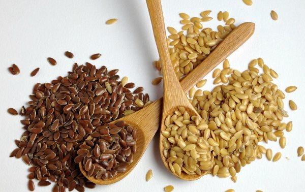 Льняное семя способствует очистке кишечника от шлаков.