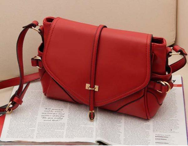 С чем носить красную сумку + фото