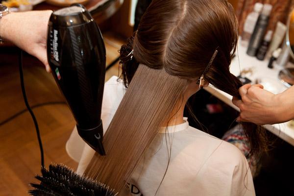 Вечерние прически на средние волосы (пошаговое выполнение)