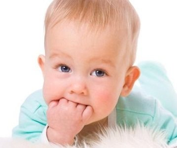Верхние зубы у грудничков. Симптомы появления