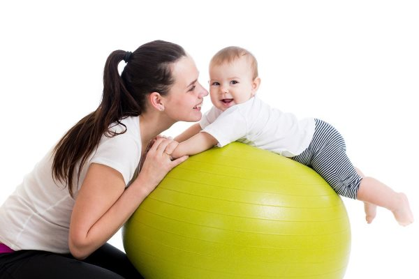 Зачем выкладывать ребенка на живот перед кормлением
