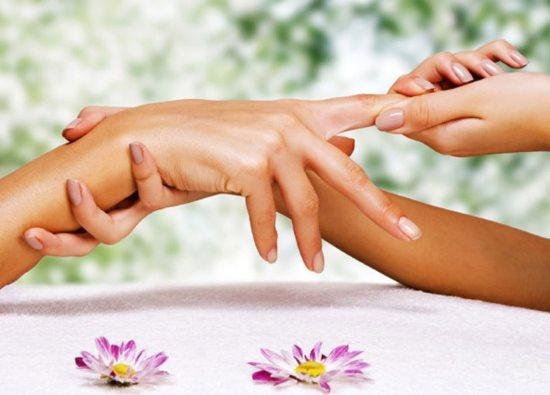 Между пальцев рук покраснение и шелушение – стоит ли переживать