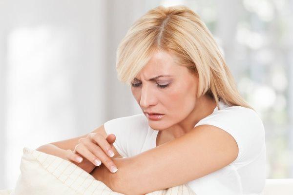 Шелушится кожа на локтях – о причинах и лечении