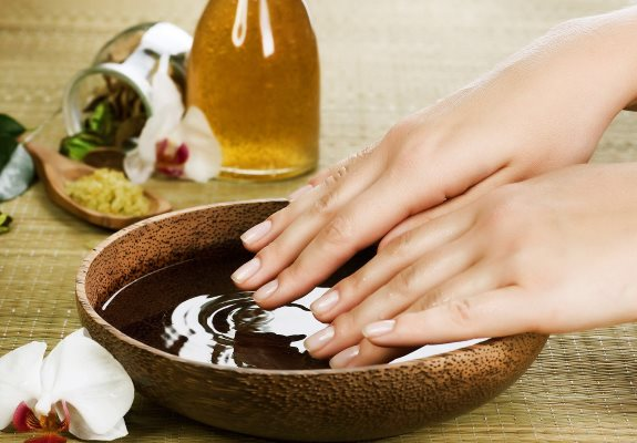 Правильное лечение кожи на пальцах рук, если трескается. Народные способы и медицина