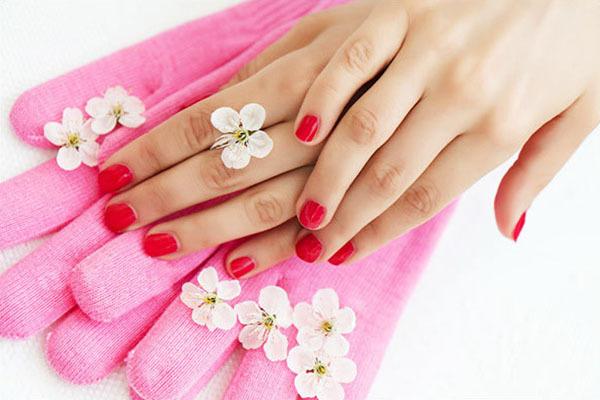 Руки и силиконовые перчатки