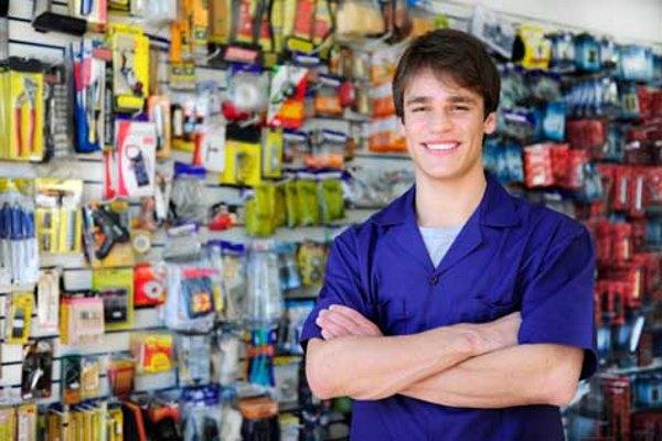 Мужчина в магазине