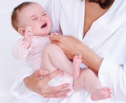 Что советует Комаровский, если у ребенка после АКДС болит нога