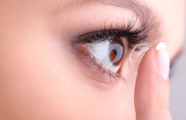 Глаза, контактные линзы