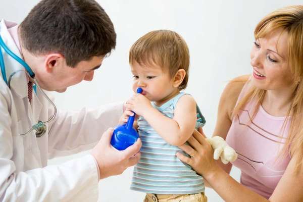 Доктор, ребенок, мама