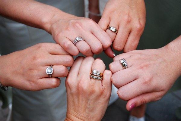 Как носить два кольца вместе