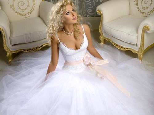 Сон убегаю в свадебном платье