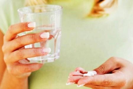 Чем лечить герпес на губе. Быстрое лечение за 1 день, препараты и народные средства