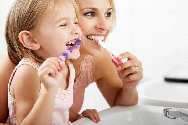 Как правильно чистить зубы детям и взрослым. Когда, сколько минут, сколько раз в день