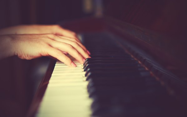 пианино и пальцы