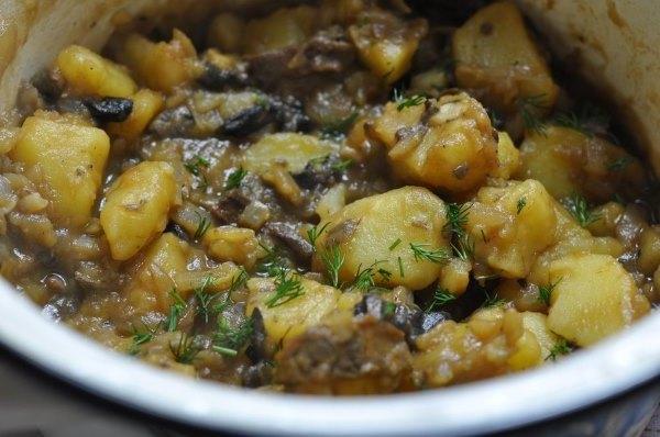 Жареная картошка с грибами на сковороде, в мультиварке, в духовке. Рецепты