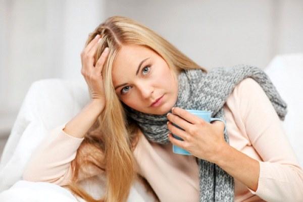 Першение в горле вызывает кашель. Лечение горла сиропом, таблетками, спреем