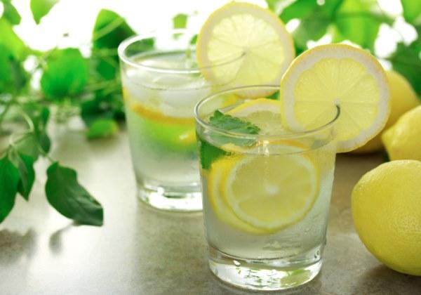 Вода с лимоном натощак польза и вред для здоровья, для беременных. Отзывы врачей