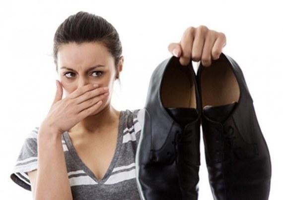 Как избавиться от запаха в обуви, пота ног быстро в домашних условиях. Народные средства