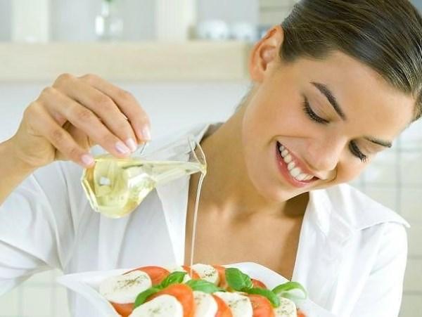 Оливковое масло. Польза и вред, как принимать натощак для лечения организма, свойства в косметологии