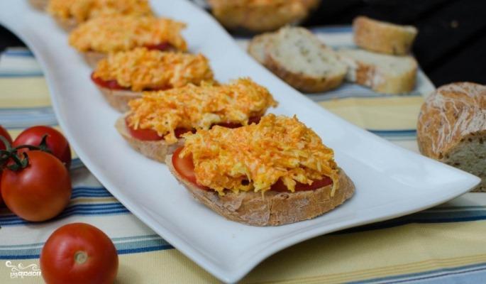 Бутерброды с морковью и сыром
