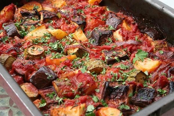 Как приготовить баклажаны в духовке. Простые, быстрые и вкусные рецепты с сыром, солью, целые, веером, лодочки