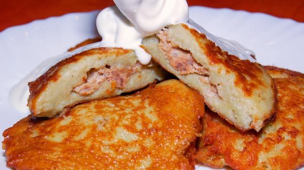Драники картофельные. Рецепт пошаговый с фото: классический на сковороде, в мультиварке, с чесноком, мукой, мясом