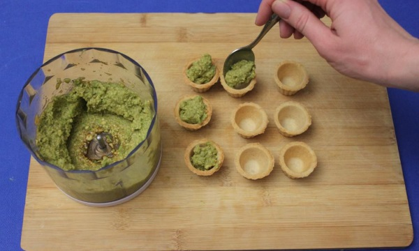 Начинка для тарталеток: простые и вкусные рецепты с фото на праздник, сладкие для детей, с красной рыбой, икрой, селедкой, сыром, из печени, оригинальные