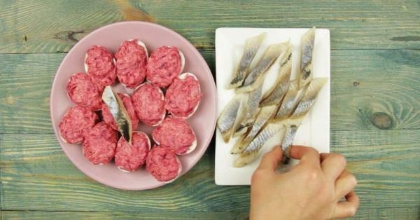 Селедка под шубой. Рецепт классический пошаговый, рецепт с фото, слои: с яйцом, яблоком, в лаваше, рулете, салат