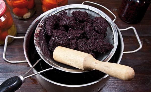 Черноплодная рябина: лечебные свойства и противопоказания, польза. Рецепты: настойка, варенье, вино, компот, сок, пирог; заготовки на зиму