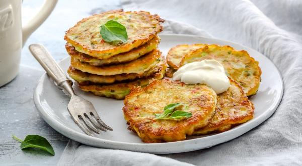 Оладьи из кабачков. Рецепты с фото: простые, пышные, сладкие, с сыром, чесноком, фаршем, картошкой на сковороде