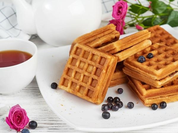 Рецепт вафель для электровафельницы: хрустящие, венские, бельгийские, мягкие на кефире, овсяной муке, без сливочного масла, яиц